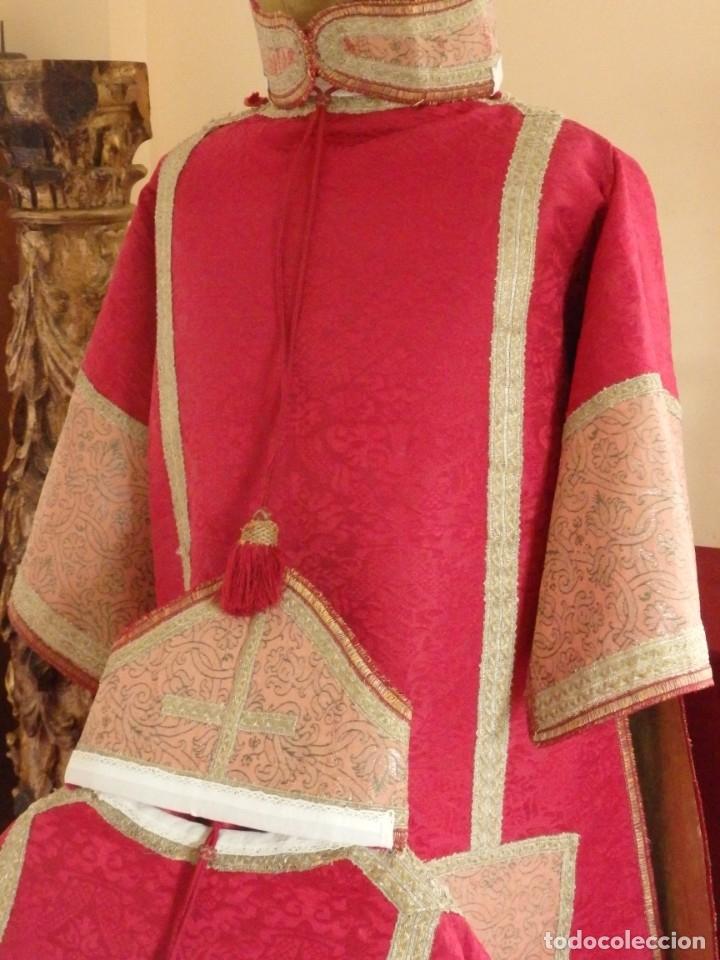 Antigüedades: Importante pareja de dalmáticas del siglo XVIII confeccionadas en sedas de damasco y brocados. - Foto 8 - 182044636