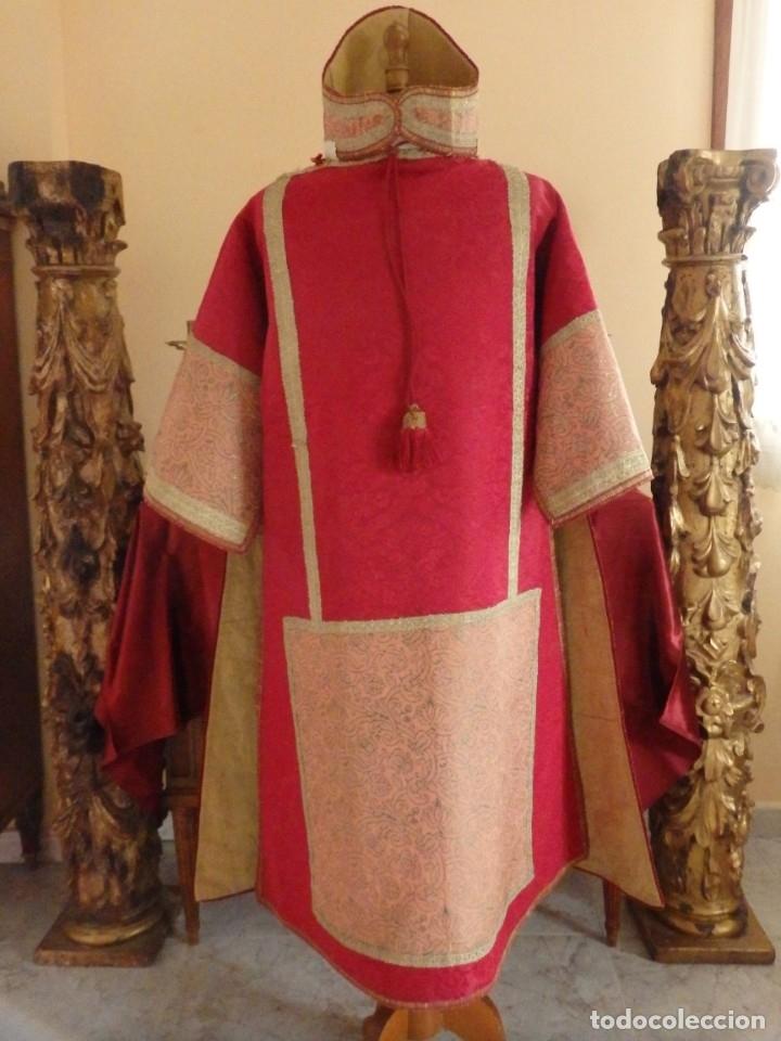Antigüedades: Importante pareja de dalmáticas del siglo XVIII confeccionadas en sedas de damasco y brocados. - Foto 9 - 182044636