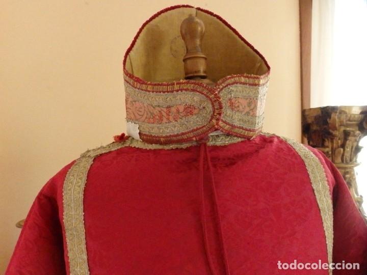 Antigüedades: Importante pareja de dalmáticas del siglo XVIII confeccionadas en sedas de damasco y brocados. - Foto 10 - 182044636