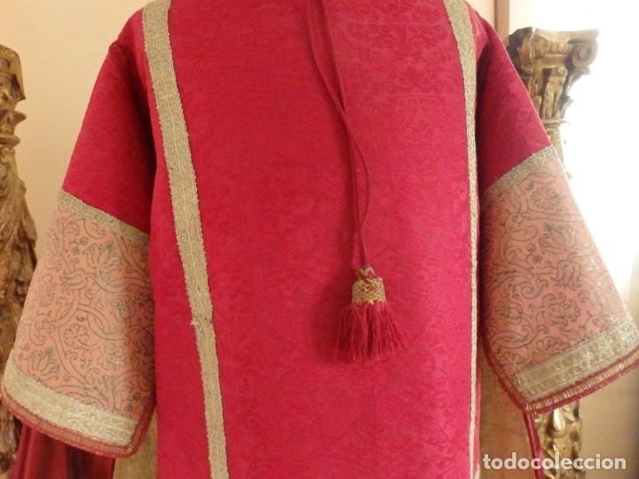 Antigüedades: Importante pareja de dalmáticas del siglo XVIII confeccionadas en sedas de damasco y brocados. - Foto 11 - 182044636