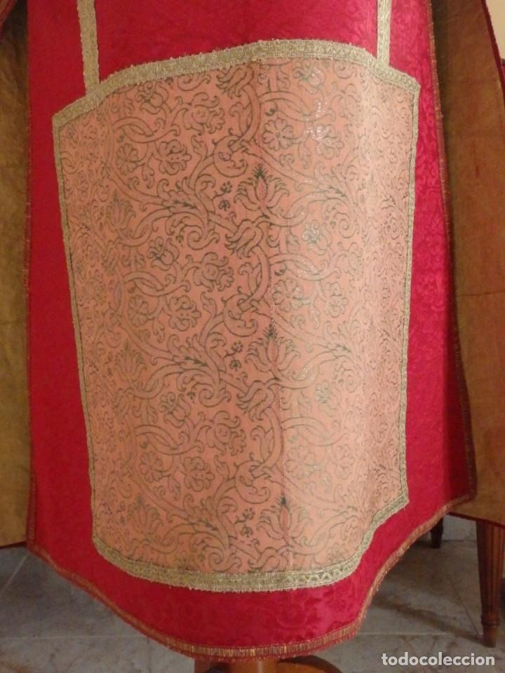 Antigüedades: Importante pareja de dalmáticas del siglo XVIII confeccionadas en sedas de damasco y brocados. - Foto 12 - 182044636