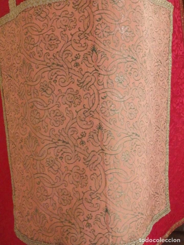 Antigüedades: Importante pareja de dalmáticas del siglo XVIII confeccionadas en sedas de damasco y brocados. - Foto 13 - 182044636