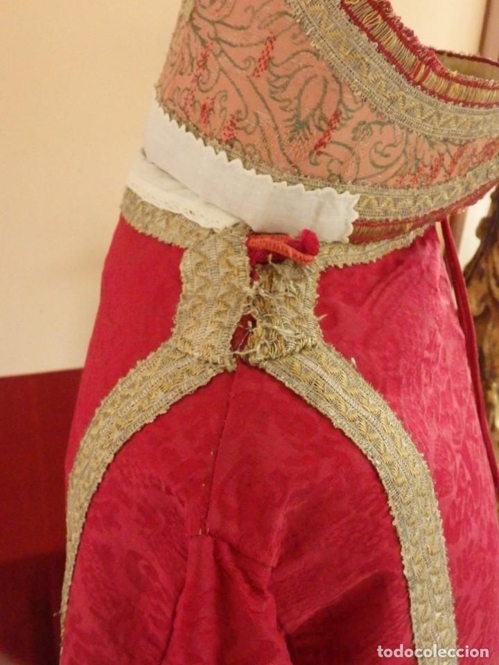 Antigüedades: Importante pareja de dalmáticas del siglo XVIII confeccionadas en sedas de damasco y brocados. - Foto 17 - 182044636