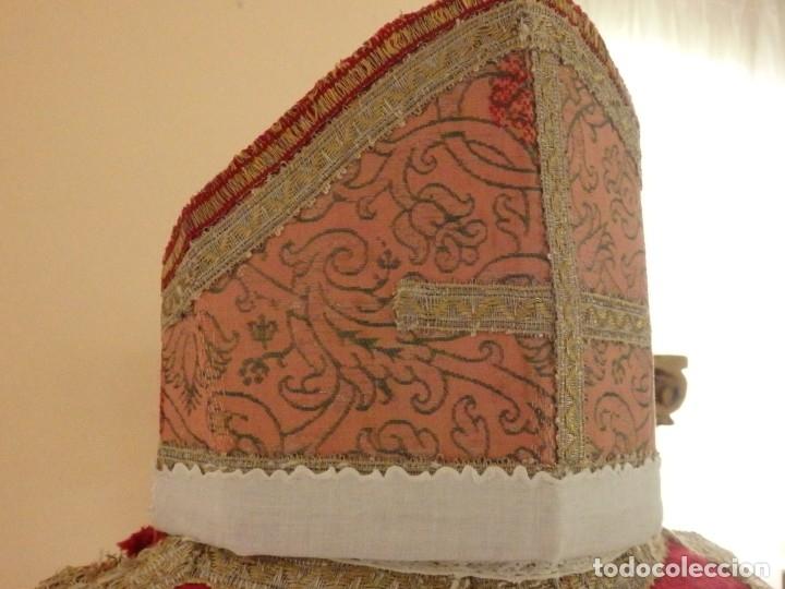 Antigüedades: Importante pareja de dalmáticas del siglo XVIII confeccionadas en sedas de damasco y brocados. - Foto 19 - 182044636