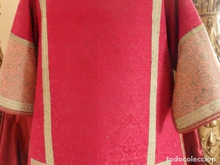 Antigüedades: Importante pareja de dalmáticas del siglo XVIII confeccionadas en sedas de damasco y brocados. - Foto 20 - 182044636