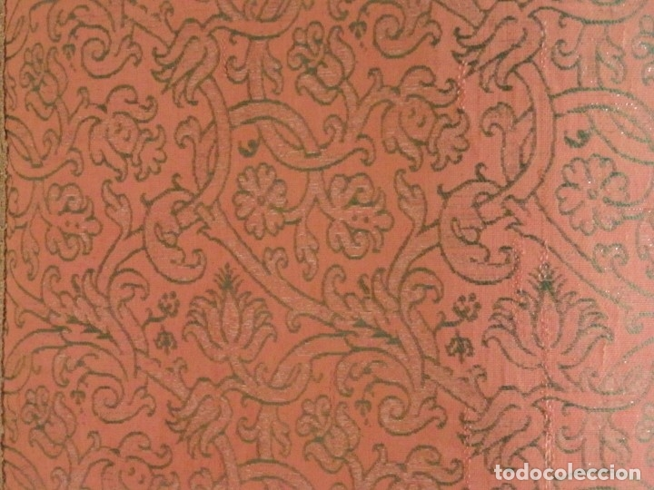 Antigüedades: Importante pareja de dalmáticas del siglo XVIII confeccionadas en sedas de damasco y brocados. - Foto 22 - 182044636