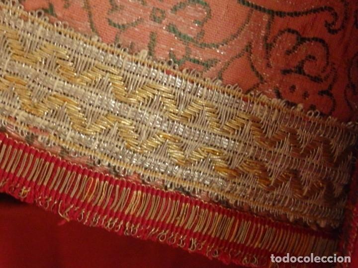 Antigüedades: Importante pareja de dalmáticas del siglo XVIII confeccionadas en sedas de damasco y brocados. - Foto 23 - 182044636