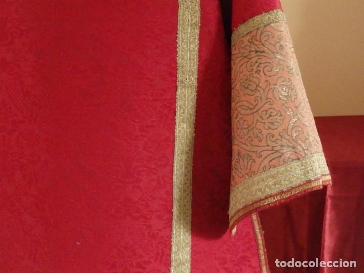 Antigüedades: Importante pareja de dalmáticas del siglo XVIII confeccionadas en sedas de damasco y brocados. - Foto 24 - 182044636