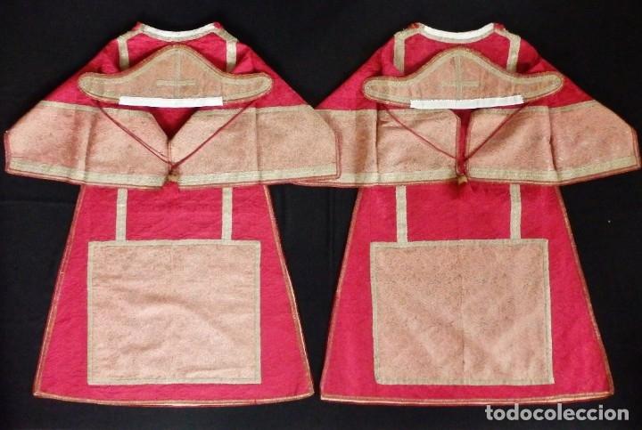Antigüedades: Importante pareja de dalmáticas del siglo XVIII confeccionadas en sedas de damasco y brocados. - Foto 25 - 182044636