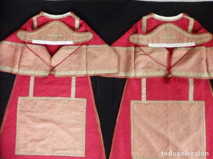 Antigüedades: Importante pareja de dalmáticas del siglo XVIII confeccionadas en sedas de damasco y brocados. - Foto 26 - 182044636