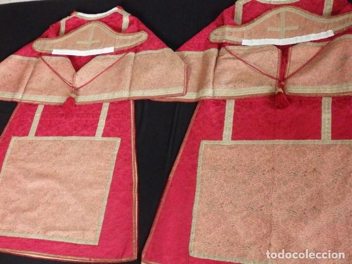 Antigüedades: Importante pareja de dalmáticas del siglo XVIII confeccionadas en sedas de damasco y brocados. - Foto 28 - 182044636