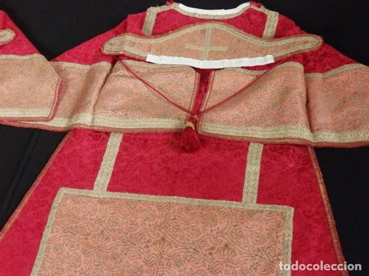 Antigüedades: Importante pareja de dalmáticas del siglo XVIII confeccionadas en sedas de damasco y brocados. - Foto 29 - 182044636