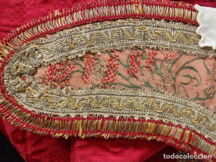 Antigüedades: Importante pareja de dalmáticas del siglo XVIII confeccionadas en sedas de damasco y brocados. - Foto 33 - 182044636