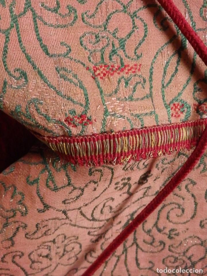 Antigüedades: Importante pareja de dalmáticas del siglo XVIII confeccionadas en sedas de damasco y brocados. - Foto 35 - 182044636