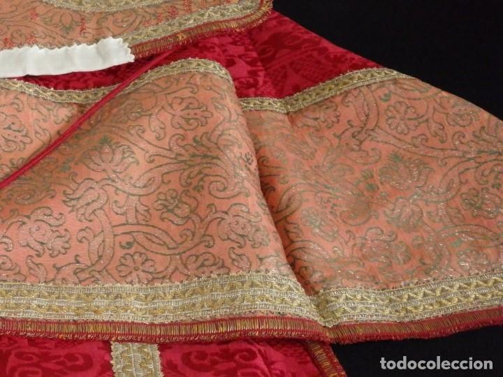 Antigüedades: Importante pareja de dalmáticas del siglo XVIII confeccionadas en sedas de damasco y brocados. - Foto 38 - 182044636