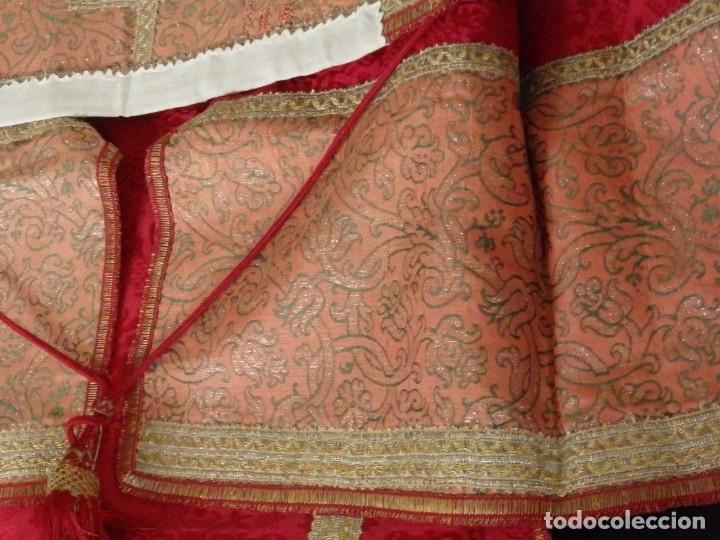 Antigüedades: Importante pareja de dalmáticas del siglo XVIII confeccionadas en sedas de damasco y brocados. - Foto 41 - 182044636