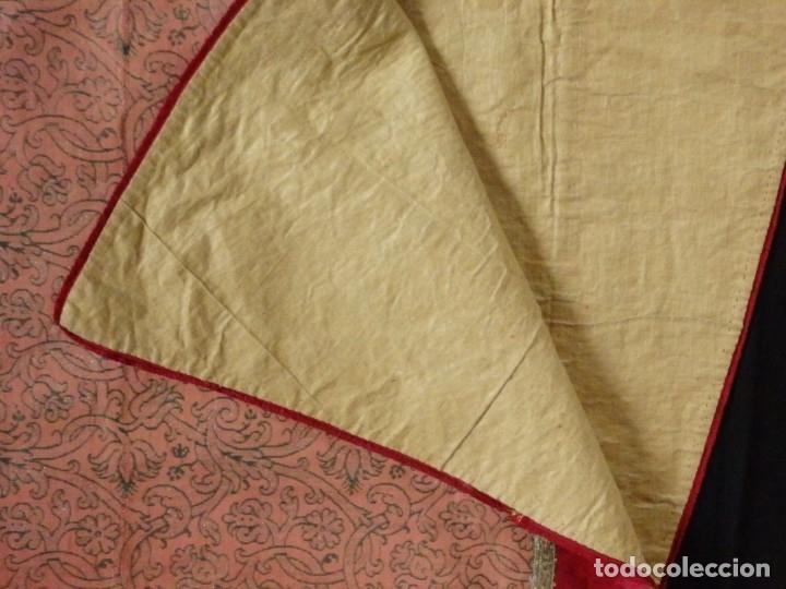 Antigüedades: Importante pareja de dalmáticas del siglo XVIII confeccionadas en sedas de damasco y brocados. - Foto 42 - 182044636