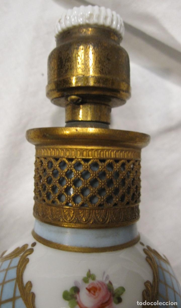 Antigüedades: ANTIGUO PIE DE LAMPARA DE PORCELANA, CON INSTALACIÓN ELECTRICA. ALT.TOTAL 19 CM - Foto 3 - 182051630