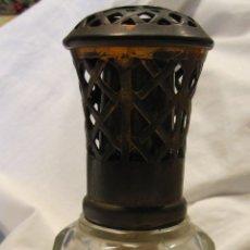 Antigüedades: PERFUMERO LAMPE BERGER. FRANCESA, PRINCIPIOS SIGLO XX. TAPÓN DE LATÓN. CRISTAL TALLADO. ALT. 16,5 CM. Lote 182062765