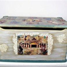 Antigüedades: BONITO BAÚL EN MADERA RESTAURADO Y DECORADO. Lote 182069093