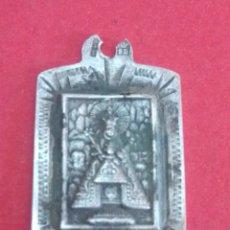 Antigüedades: MEDALLA DE NTRA SRA DE MONTSERRAT. 1,5 X 2 CM. PLATA.. Lote 182073017