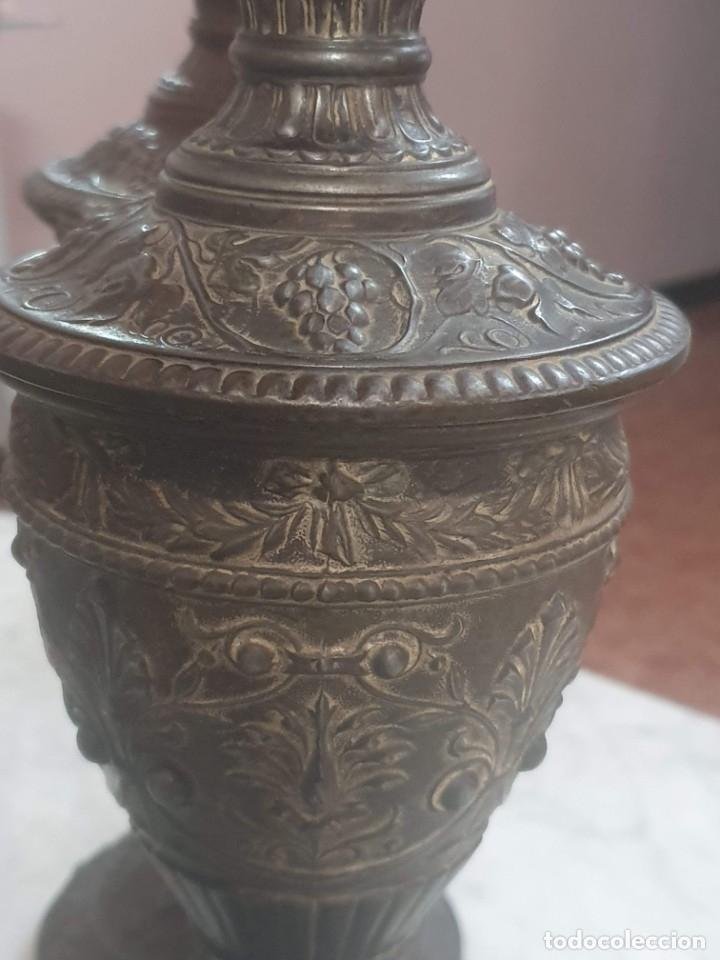 Antigüedades: Pareja de candeladros muy antiguos ver fotos para ver estado - Foto 4 - 182075351