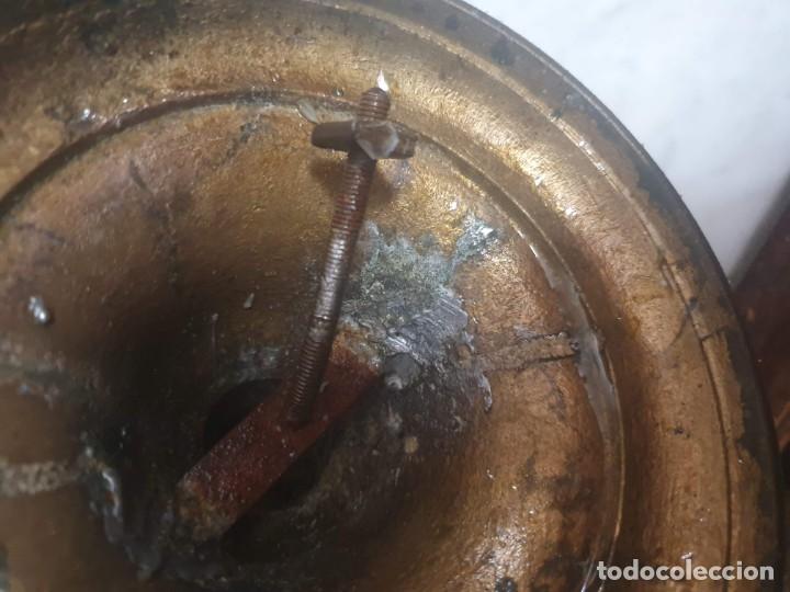 Antigüedades: Pareja de candeladros muy antiguos ver fotos para ver estado - Foto 9 - 182075351