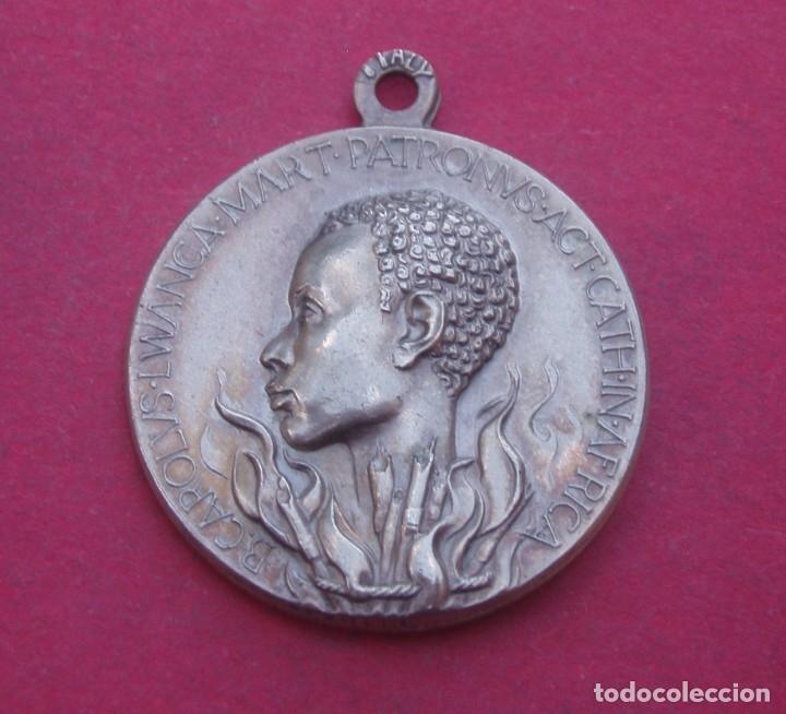 MEDALLA DE LA VIRGEN Y EL BEATO LUCIEN BOTOVASOA DE AFRICA. (Antigüedades - Religiosas - Medallas Antiguas)