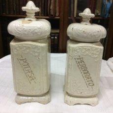 Antigüedades: PAREJA DE ANTIGUOS ALBARELOS DE FARMACIA EN PORCELANA . Lote 182089346