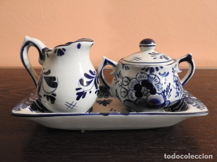 ANTIGUA MINIATURA PORCELANA DELFT JARRA Y AZUCARERO EN BANDEJA (Antigüedades - Porcelana y Cerámica - Holandesa - Delft)