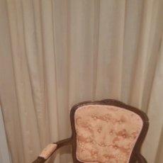 Antigüedades: DOS BUTACAS DE ESTILO CLÁSICO. PERFECTO ESTADO. Lote 182123216