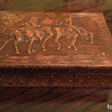 Antigüedades: TABAQUERA CIGARRERA AÑOS 70, CON DON QUIJOTE Y SANCHO PANZA EN RELIEVE. Lote 182126915