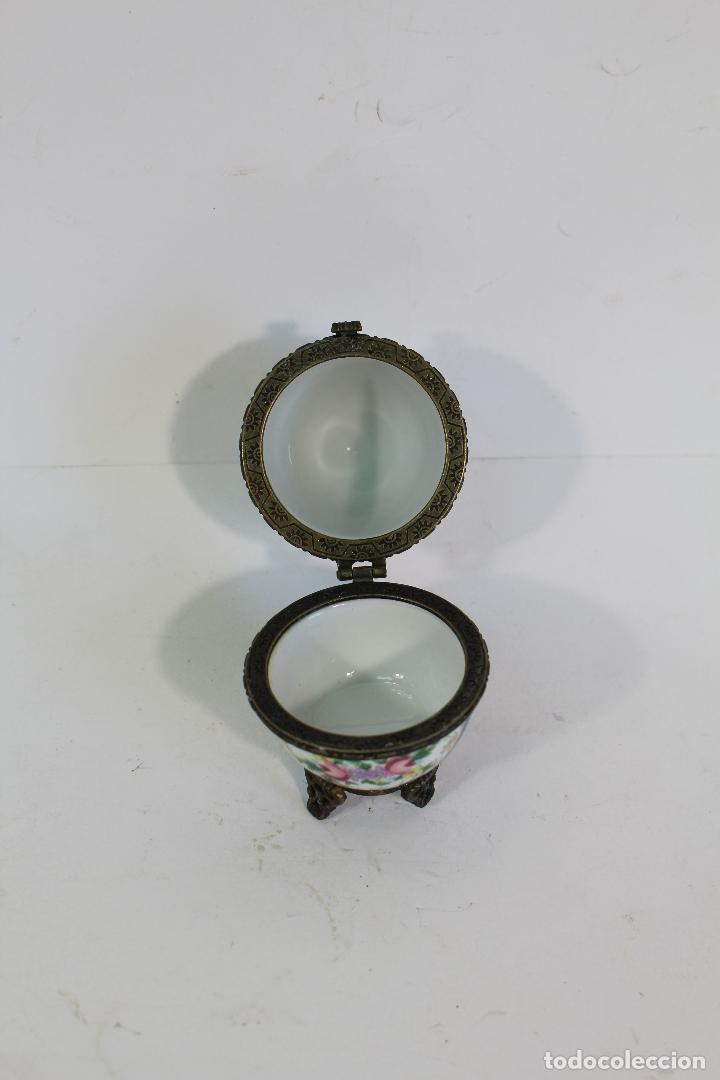 Antigüedades: huevo Caja de porcelana de Limoges pintada a mano. - Foto 3 - 182137701