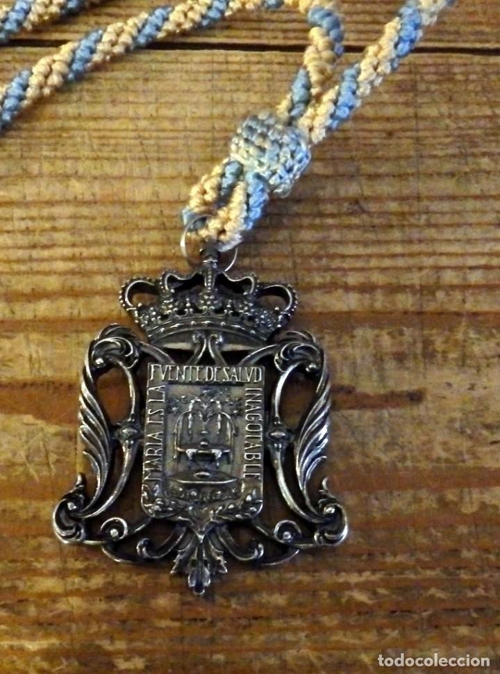 SEMANA SANTA SEVILLA, MEDALLA CORONACION VIRGEN DE LA SALUD, SAN GONZALO (Antigüedades - Religiosas - Medallas Antiguas)
