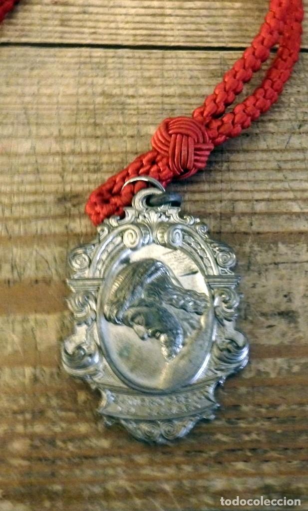 SEMANA SANTA SEVILLA, MEDALLA CON CORDON HERMANDAD DEL CALVARIO (Antigüedades - Religiosas - Medallas Antiguas)