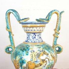 Antigüedades: JARRÓN EN CERÁMICA ESMALTADA. PINTADO A MANO. NIVEIRO. TALAVERA. SIGLO XX. . Lote 182149747