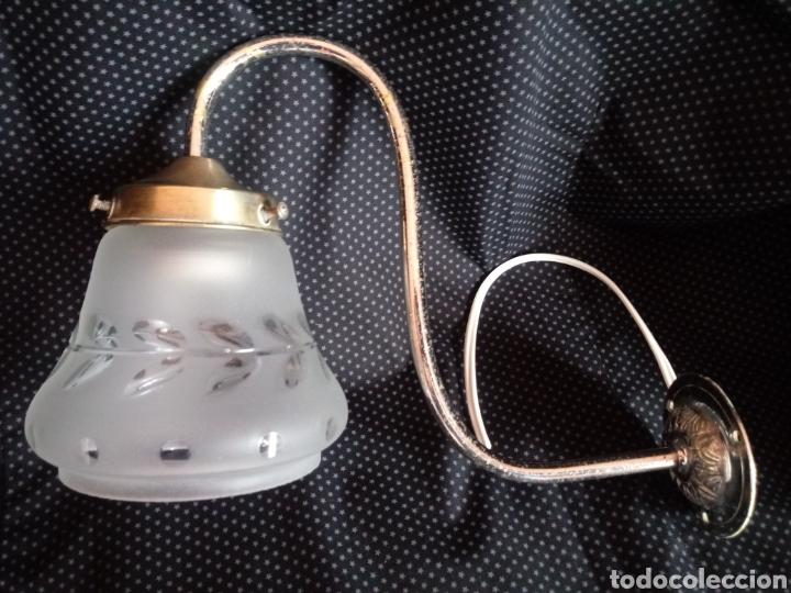 Antigüedades: Aplique o lámpara de pared con tulipa de cristal tallado - Foto 2 - 182157098