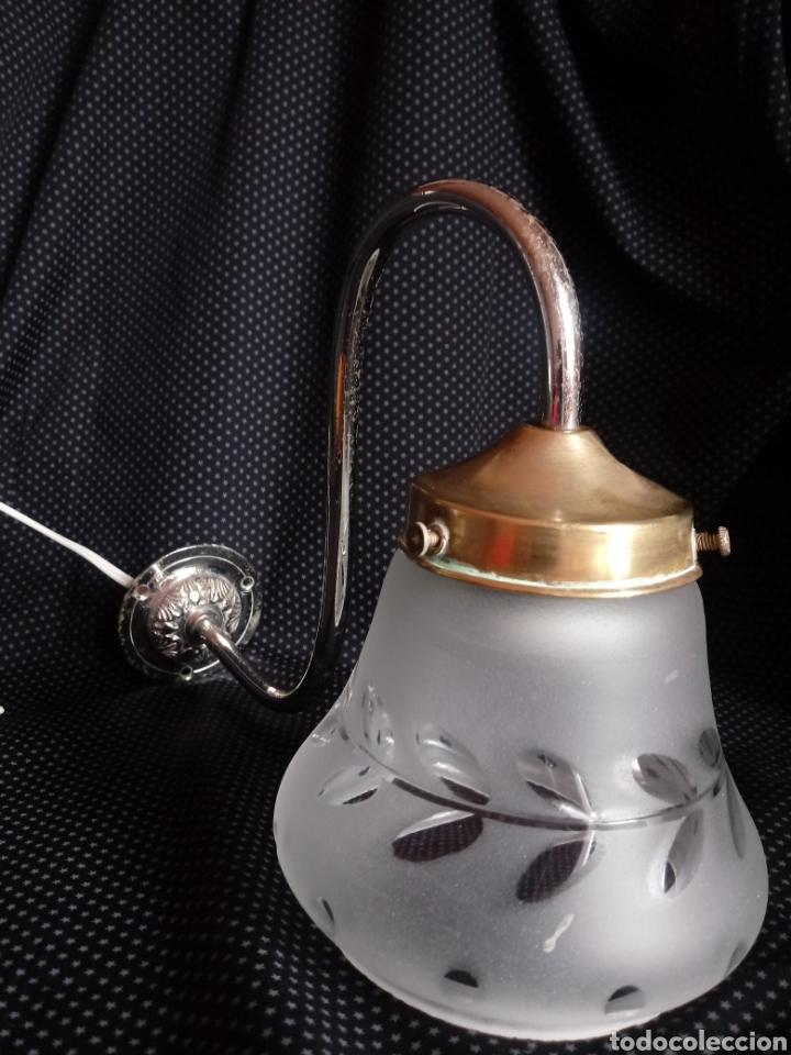 Antigüedades: Aplique o lámpara de pared con tulipa de cristal tallado - Foto 3 - 182157098