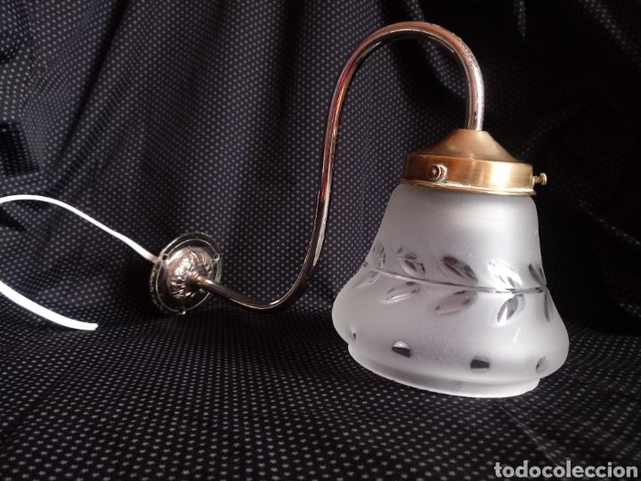 APLIQUE O LÁMPARA DE PARED CON TULIPA DE CRISTAL TALLADO (Antigüedades - Iluminación - Apliques Antiguos)