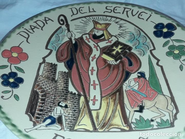 Antigüedades: Precioso plato cerámica policromada Oller en relieve Diada del Servei Peralada Sant Marti - Foto 3 - 182160892