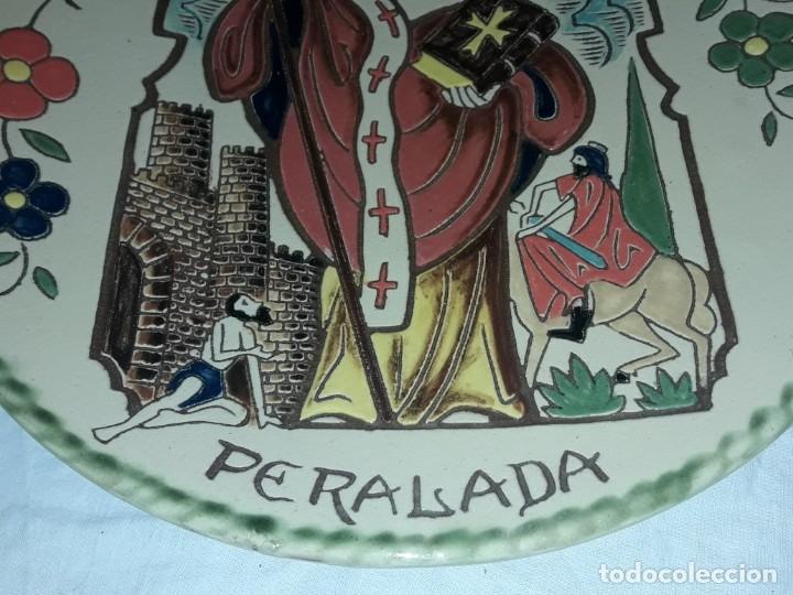 Antigüedades: Precioso plato cerámica policromada Oller en relieve Diada del Servei Peralada Sant Marti - Foto 4 - 182160892