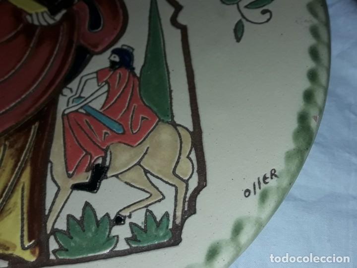 Antigüedades: Precioso plato cerámica policromada Oller en relieve Diada del Servei Peralada Sant Marti - Foto 5 - 182160892