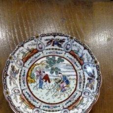 Antigüedades: PLATO CHINO DE PORCELANA DECORACIÓN CON LABRADORES. Lote 182198372