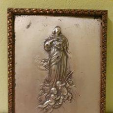 Antigüedades: ANTIGUA INMACULADA EN RELIEVE ENMARCADA CON BAÑO DE PLATA. Lote 182222395