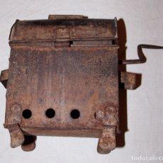 Antigüedades: ANTIGUO TOSTADOR DE CAFÉ ? EN HIERRO 26X18X12CM.. Lote 182244572
