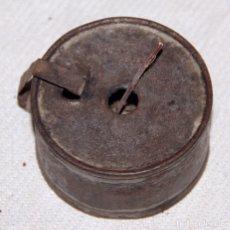 Antigüedades: ANTIGUO PEQUEÑO QUINQUÉ O CANDIL EN HIERRO / CHAPA Ø5CM.. Lote 182244635