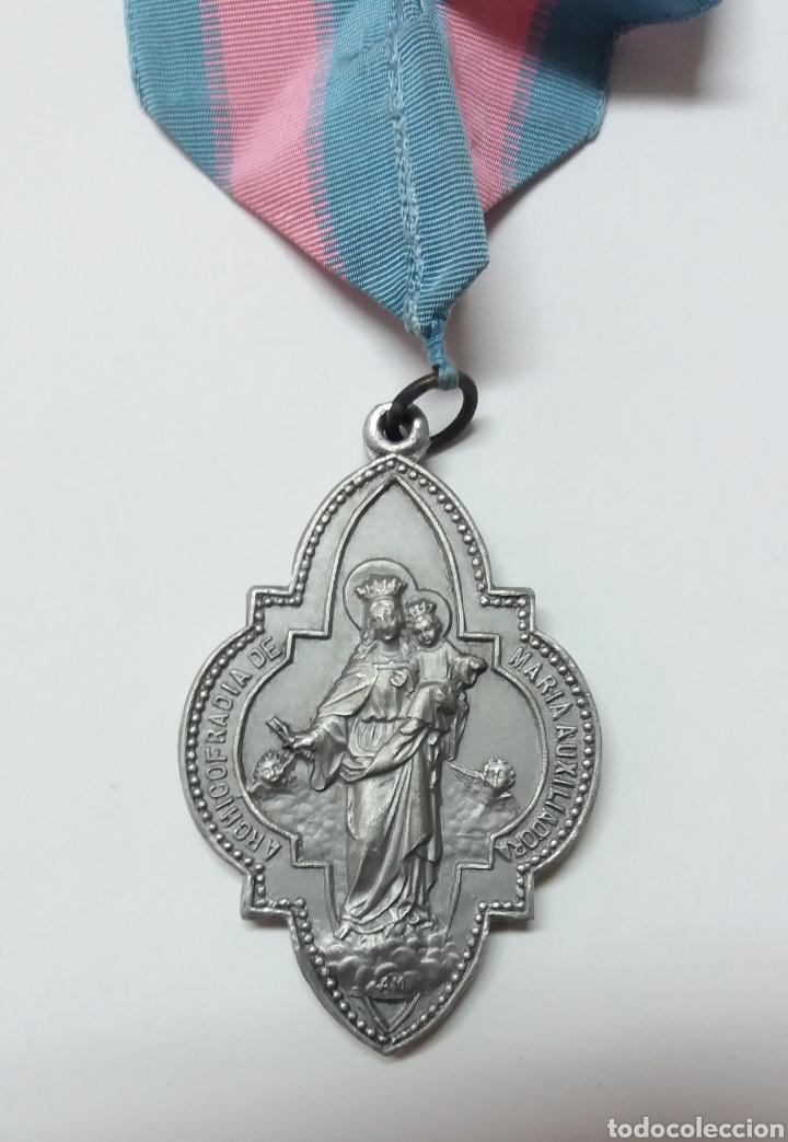 MEDALLA ARCHICOFRADIA MARIA AUXILIADORA Y SAGRADO CORAZON DE JESUS (Antigüedades - Religiosas - Medallas Antiguas)