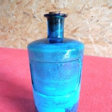 Antigüedades: ANTIGUO FRASCO DE FARMACIA DE COLOR AZUL. Lote 182255335