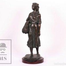 Antigüedades: ESCULTURA DE I. MARTI BONET - CAMPESINA - RESINA CHAPADA EN BRONCE - ALTURA 31,5 CM. Lote 182258110