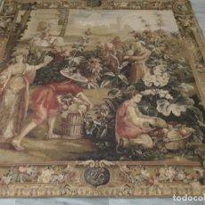 Antigüedades: TAPIZ DE PARED RECOLECCION DE PIÑAS 150X150CM. Lote 182278366